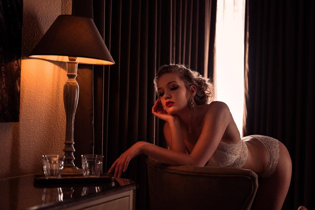 Boudoirshoot in een luxe hotelkamer